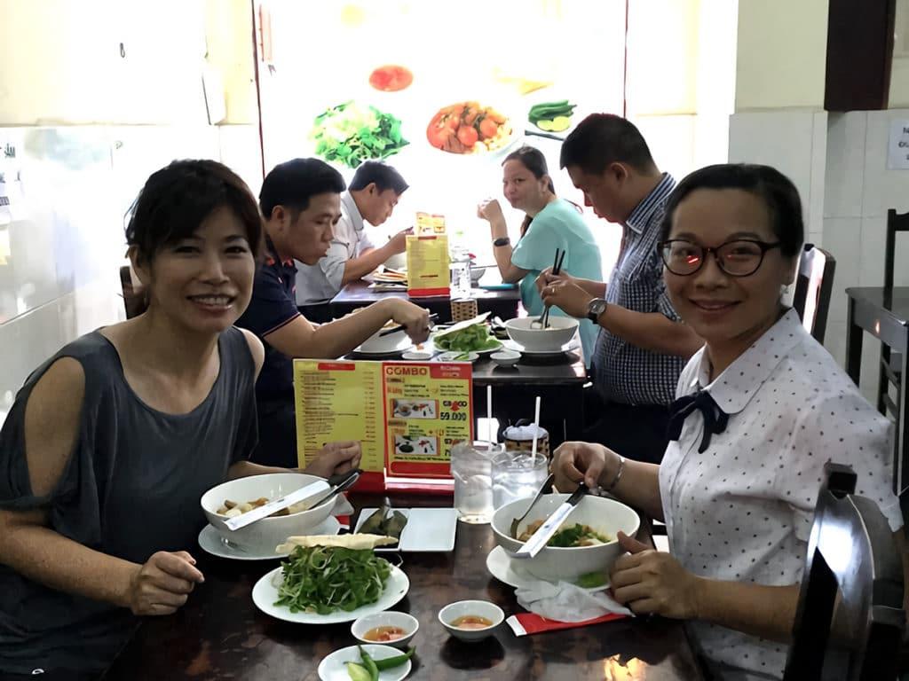 ホーチミン市社会人文科学大学のベトナム人教師と