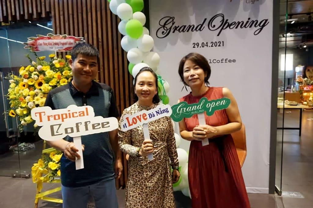 カフェ「Tropical Coffee」をオープン~ベトナム人の友人と