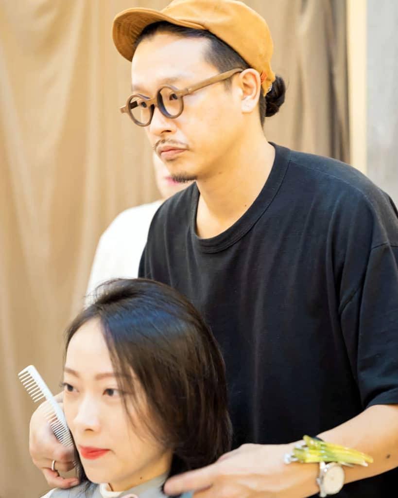 美容師として働く阪下正樹